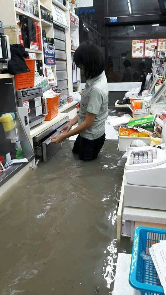 น้ำท่วมเซเว่นพัทยา-01