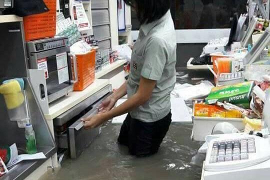 น้ำท่วมพัทยาสุดๆ ขนาดนี้เลยหรือเนี่ย!!